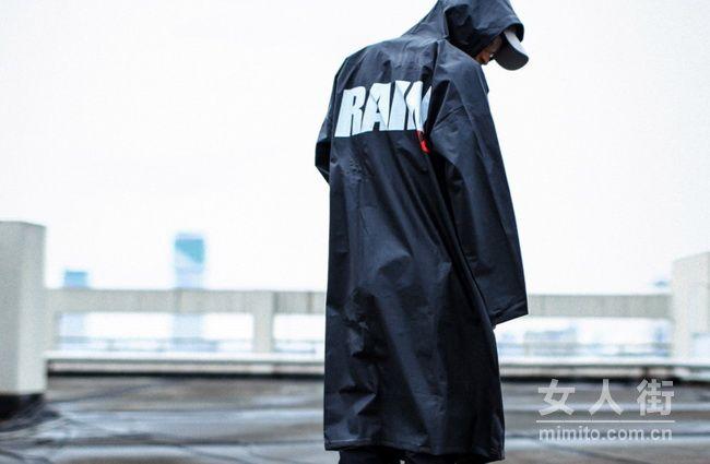 下雨天也可以穿的很潮,潮牌界雨具大佬!